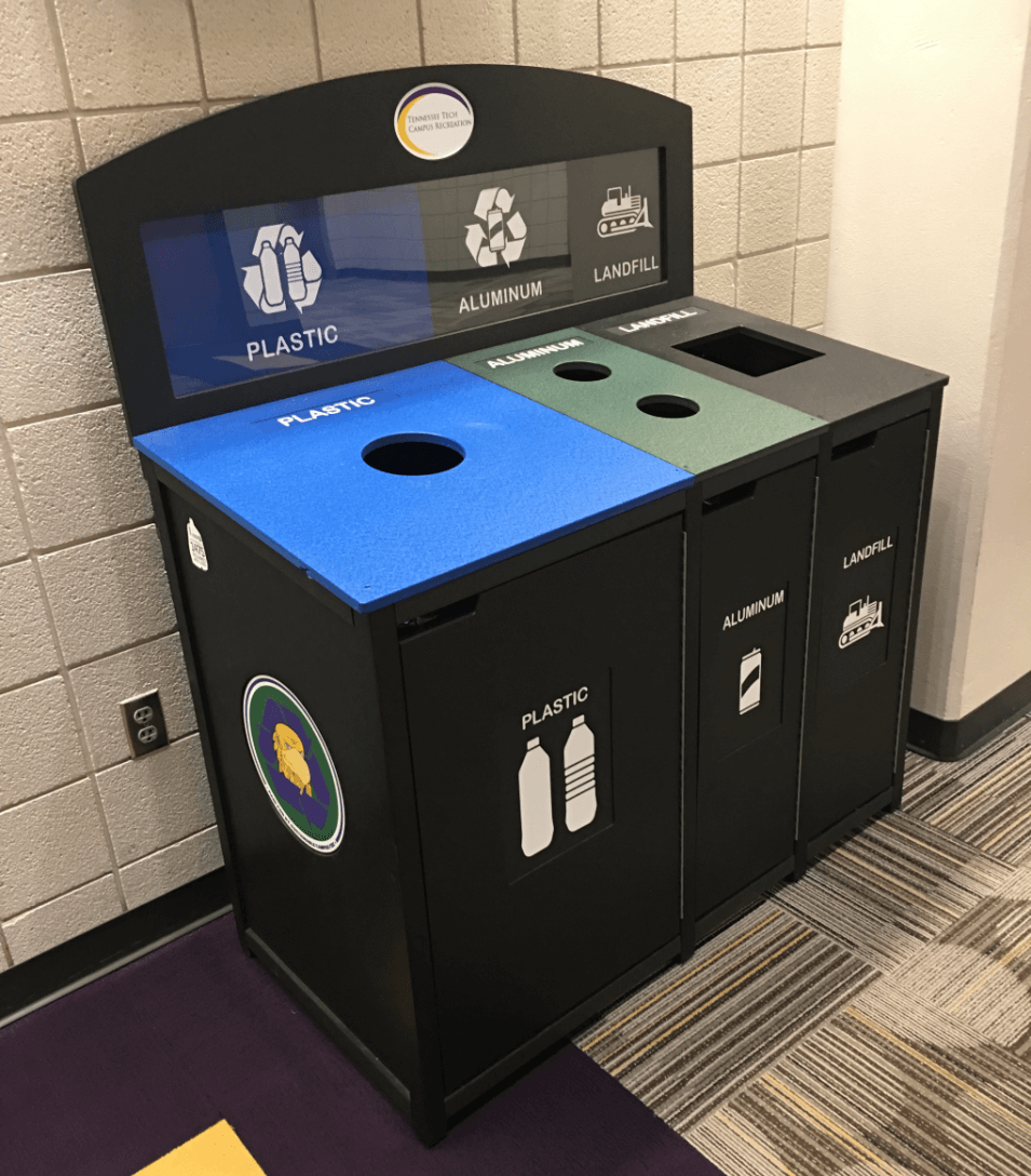 Recycling station at the Fit